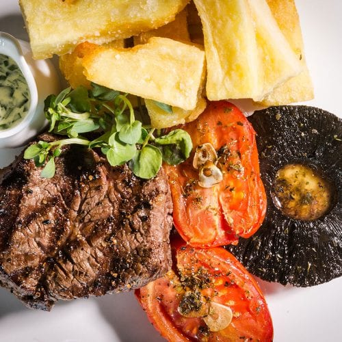 a picture of steak, tomatoes and mushroom